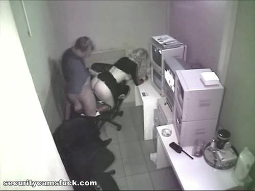 Секс с продавщицей на скрытую камеру