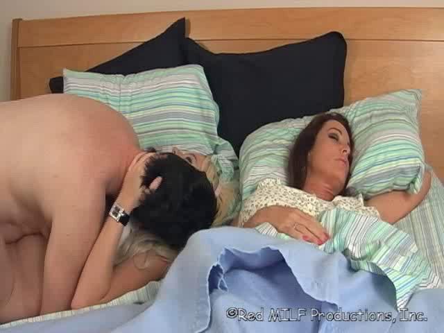 Едет мать пока спит сын отец