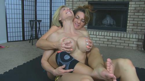 Sexy Wrestling Muscle Girls prt 2