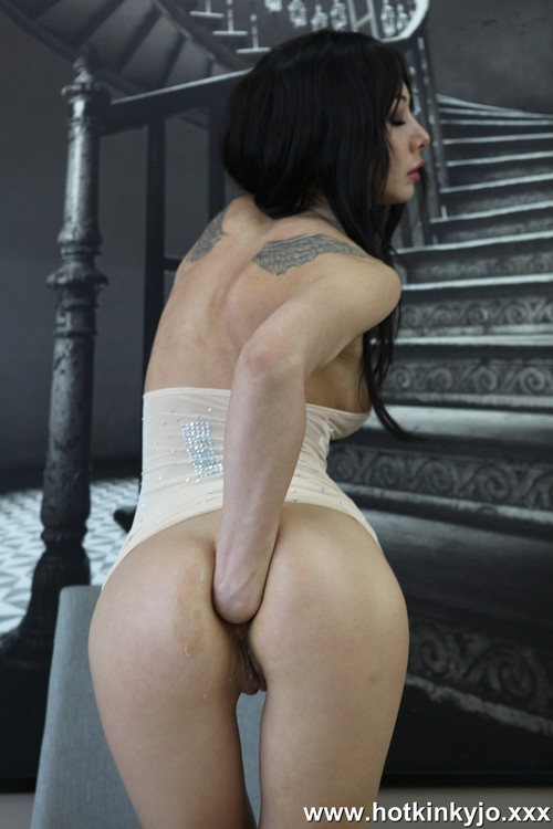 HotKinkyJo - HotKinkyJo - Stairs in the back self anal fisting [FullHD 1080p]