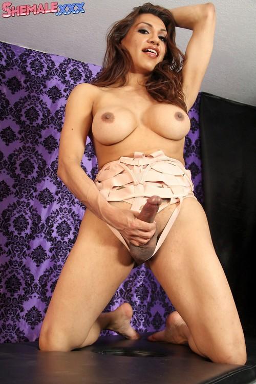 Jessy Dubai - When Jessy Plays, Jessy Cums! [HD 720p] (ShemaleXXX)