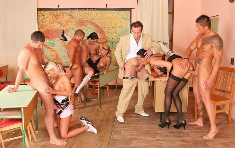 Порно групповуха у профессора
