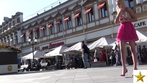 upskirt plaza frontal tanga encaje