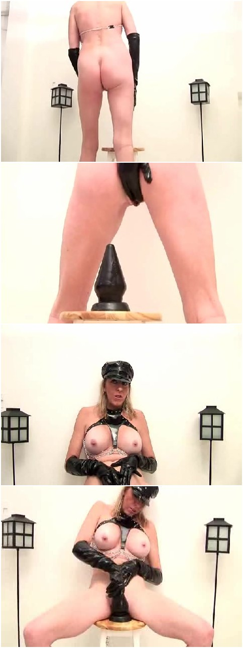 Hrrrrr geil... large dildos in wet pussy very