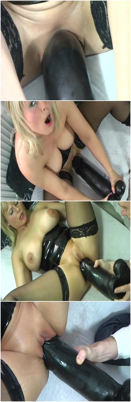 Granny deserves large dildos in wet pussy