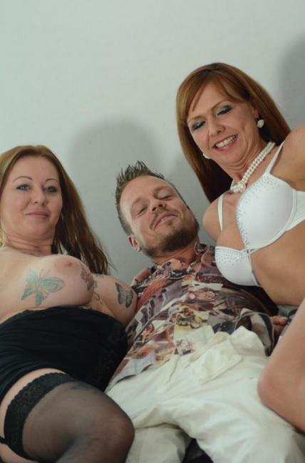 Naughty German mature babes share cum in FFM threesome