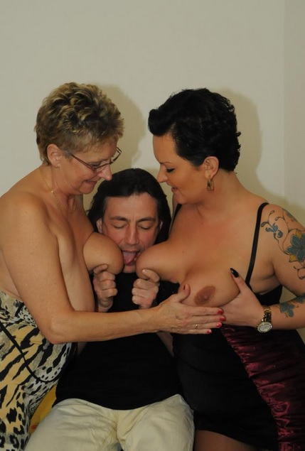 Mature threesome in the kitchen with amateur German grannies