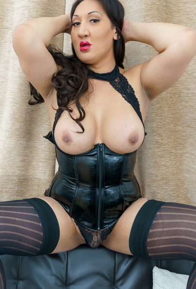 Luscious Mistress Estelle Mounty!