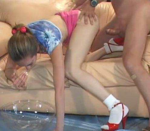Порно видео дед трахает маленькую внучку 41057 фотография
