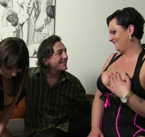 German cunts Katarzyna S and Elif O. in dirty threesome