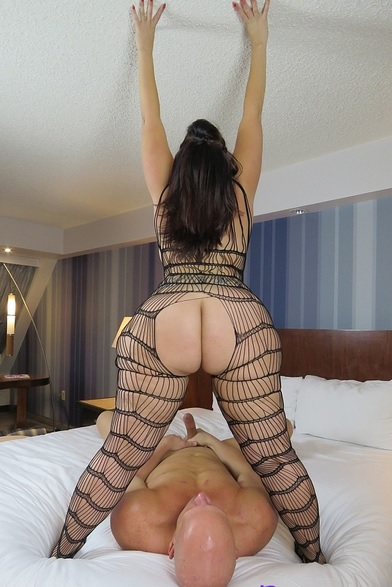 Mistress Delicious smothers her sub