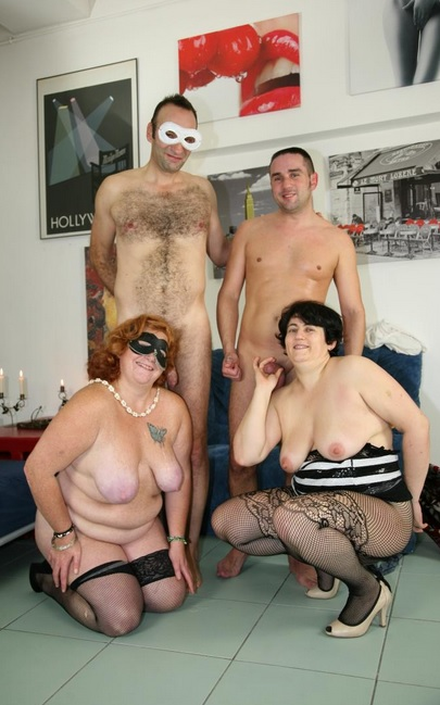 Italian foursome with mature chubby swingers Moana