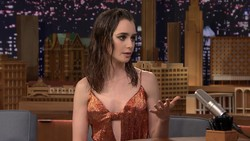 Lily Collins - Tonight Show Jimmy Fallon (2017) Cleavage | HD 1080p
