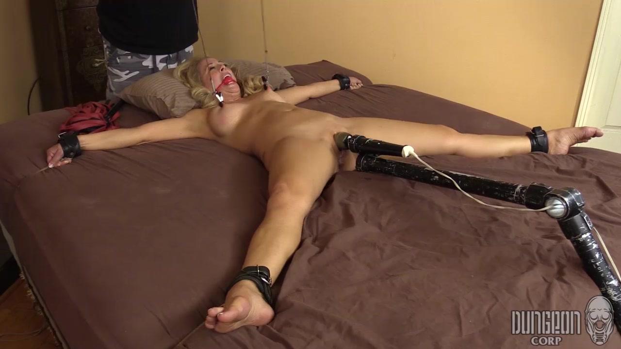 порно дрочка со связанными парнями