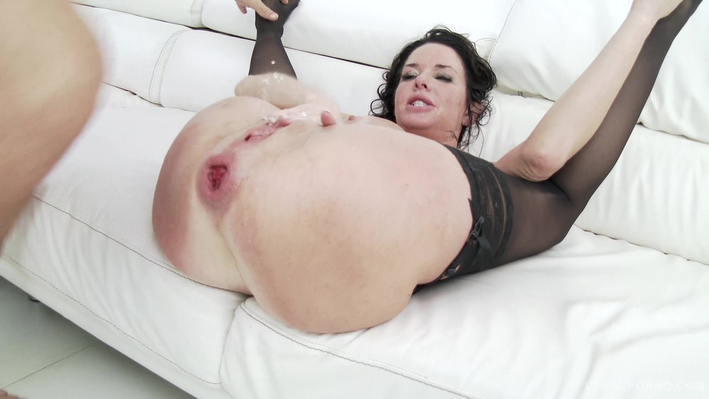 Download LegalPorno - Gonzo_com - American MILF Veronica Avluv no holes barred fuck session SZ1600