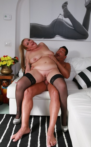 Italian BBW in her 40s gets cum on tits in amateur mature sex session