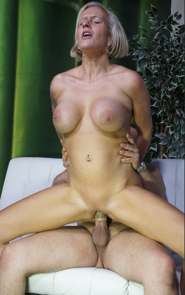 Badass German blonde in her 40s gives blowjob before