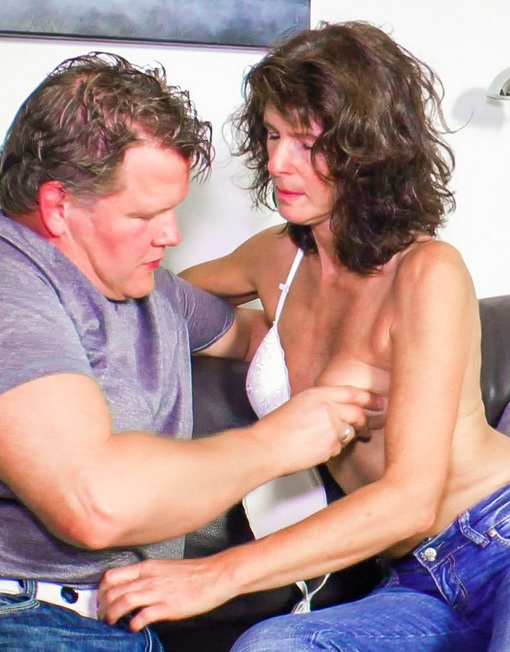 Cum in mouth treat for brunette German newbie in her 40s after mature sex