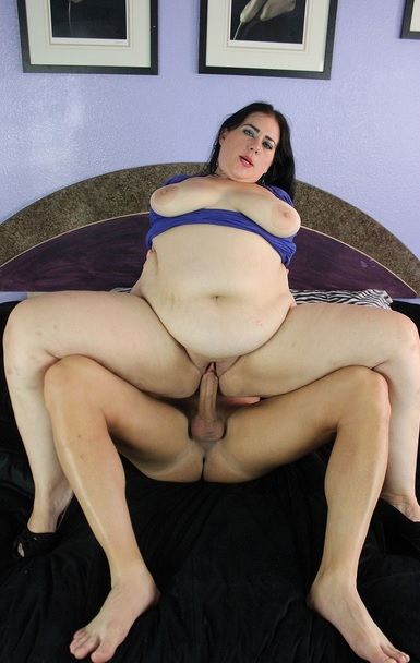 big booty BBW Becki Butterfly skips her date to get fucked