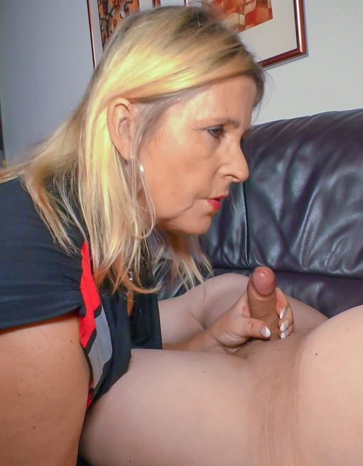 German blonde granny Kiki R. loves the taste of cum