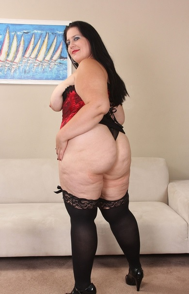BBW babes Becki Butterfly and Lady Lynn bang the job applicant