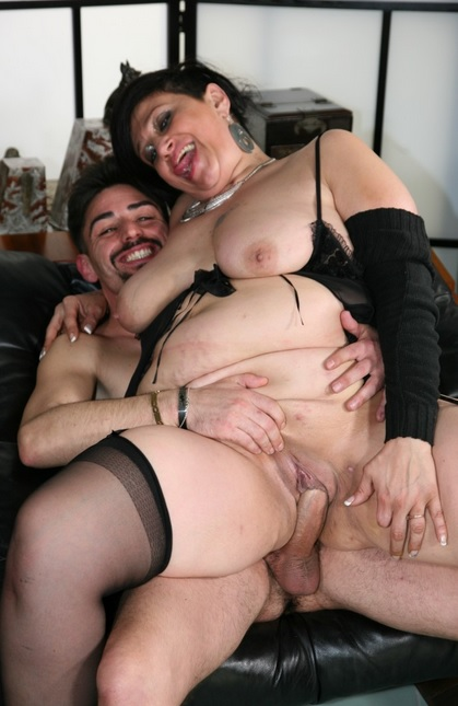 Mature bbw takes it in both holes