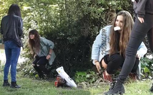 [Image: GirlsGottaGo32b.jpg]