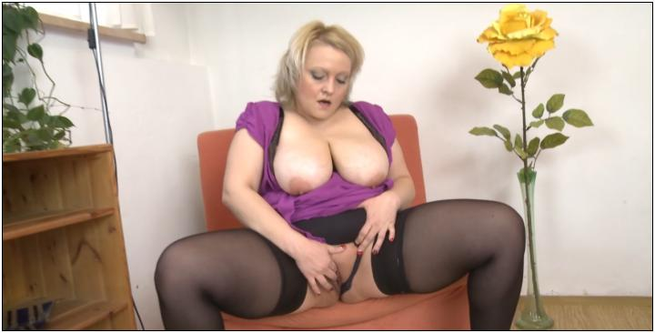 [Mature] Samantha C. (40) [720p/15.04.2014, Milf, Blonde, Big Tits, Big Ass, Stockings, Dildo, Solo, Mastrubation]