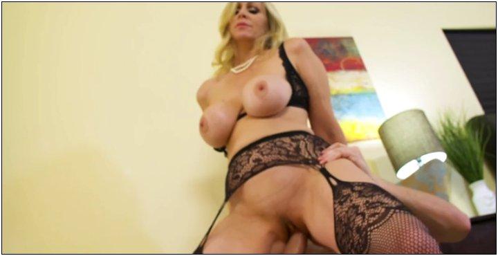 [SeducedByACougar / NaughtyAmerica] Julia Ann (22683 / 11.05.2017) [Ass licking, Ball licking, Big T...