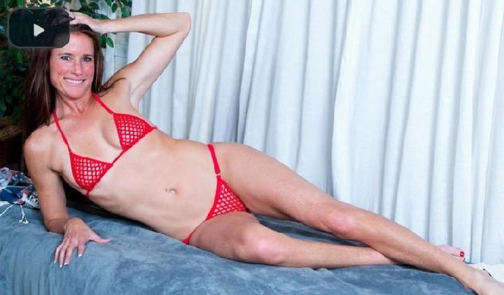 [Anilos] 2017.04.10 Sofie Marie – Tight Body Milf