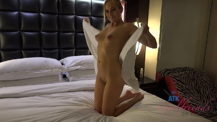 [ATKGirlfriends] Kate England (Las Vegas 2/3) [2017, POV, Blowjob, Handjob, Footjob, Creampie, 1080p]