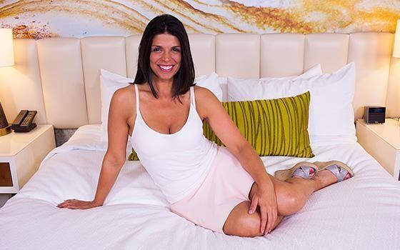 [MomPov] Nelia – Hot All Natural Brazilian MILF ( 375)[SD /08.04.2016, Casting, Interview, Talking, POV, Oral, Ball Licking, Oil…