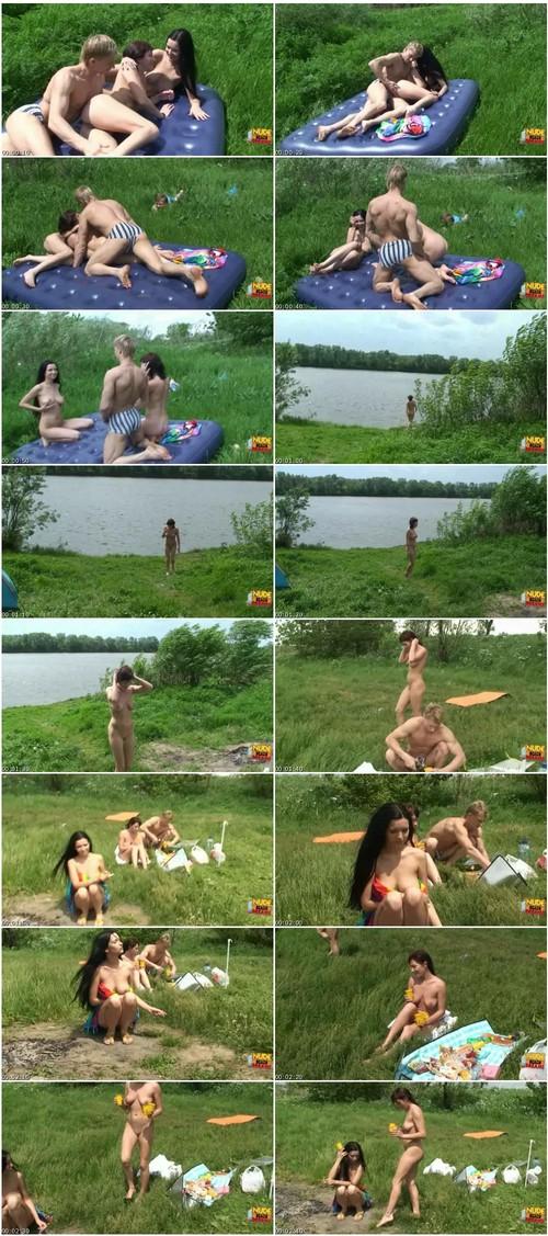 http://ist3-6.filesor.com/pimpandhost.com/9/6/8/3/96838/4/R/R/6/4RR6u/Nudebeachdreams047_thumb_m.jpg
