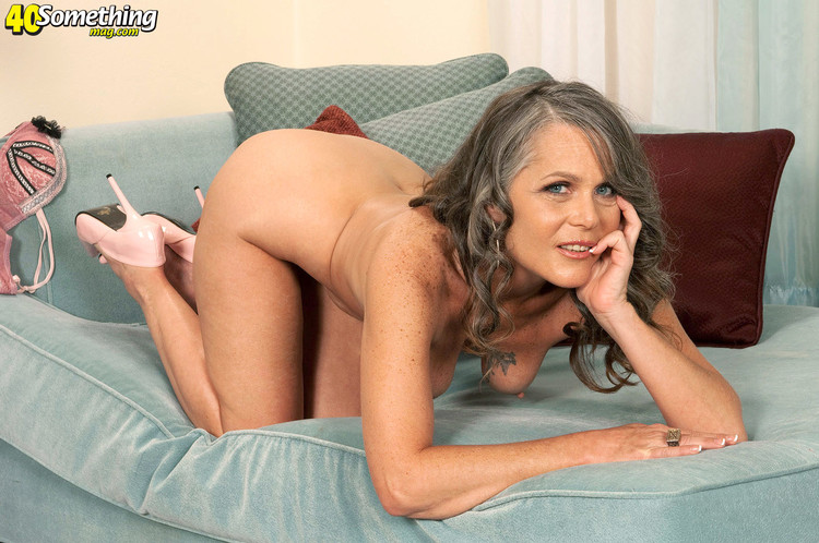 Mature babe getting her sweet pussy nailed
