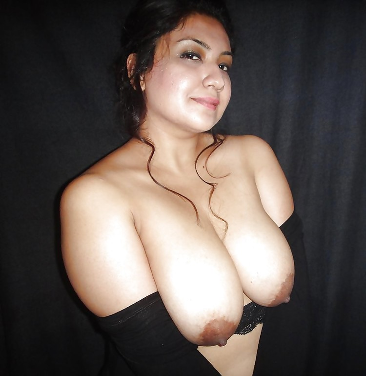 Pakistani girl showing her big natural tits