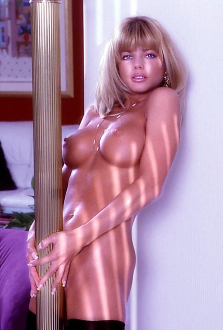 Donna D Errico Nude Porn