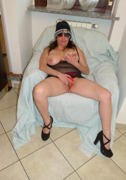 Chubby amateur Italian in her 40s is being eaten out then fucked thoroughly