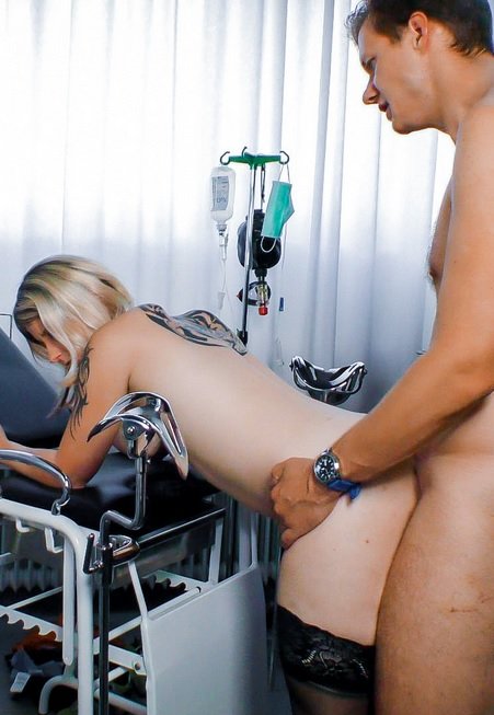 Amateur German blonde gets her mature twat fucked on the exam table