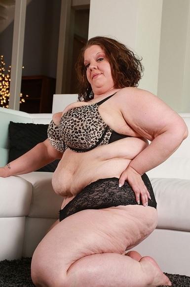 massive SSBBW Apple Bomb does her first hardcore